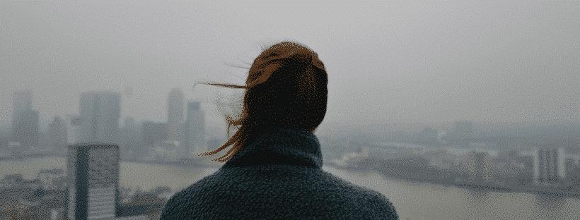 dziewczyna w smogu